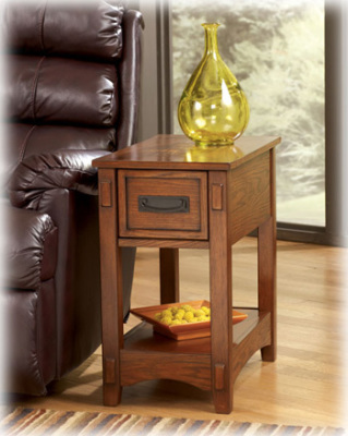 Ashley Furniture - T007-319